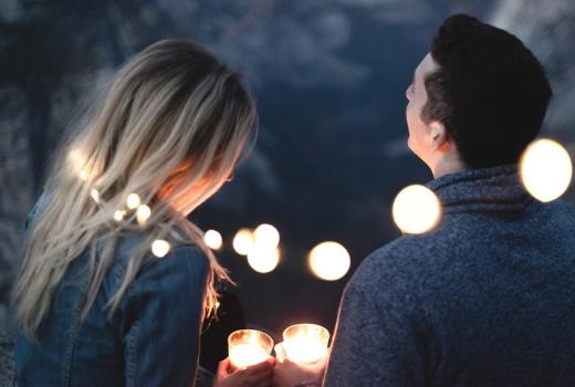 Jak uniknąć friendzone – najczęstsze błędy facetów prowadzące do przyjaźni z kobietą.