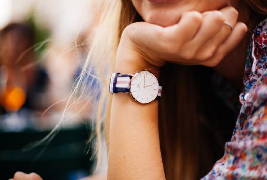 Dziewczyna nie ma czasu na spotkanie – co to oznacza?