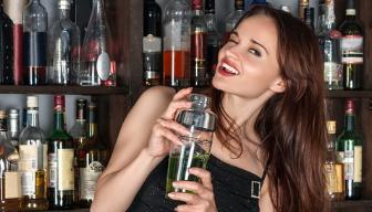 Dziewczyna z drinkiem