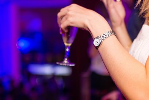 Podryw w klubie – czy to dobry sposób na znalezenie dziewczyny do związku?