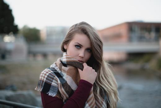 Dziewczyna daje sprzeczne sygnały – jak je interpretować?