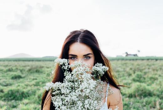 Kwiaty na pierwsze spotkanie – czy to dobry pomysł?