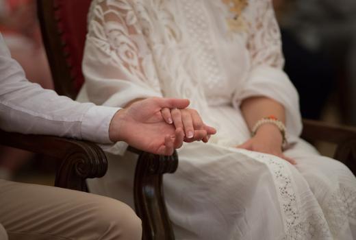 Presja otoczenia na związek – jak sobie z nią radzić oraz na co uważać?